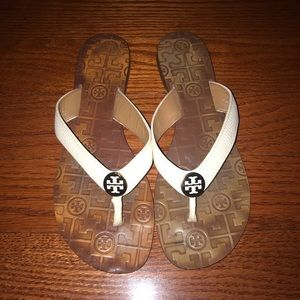 Tory Burch white leather flip flops 9